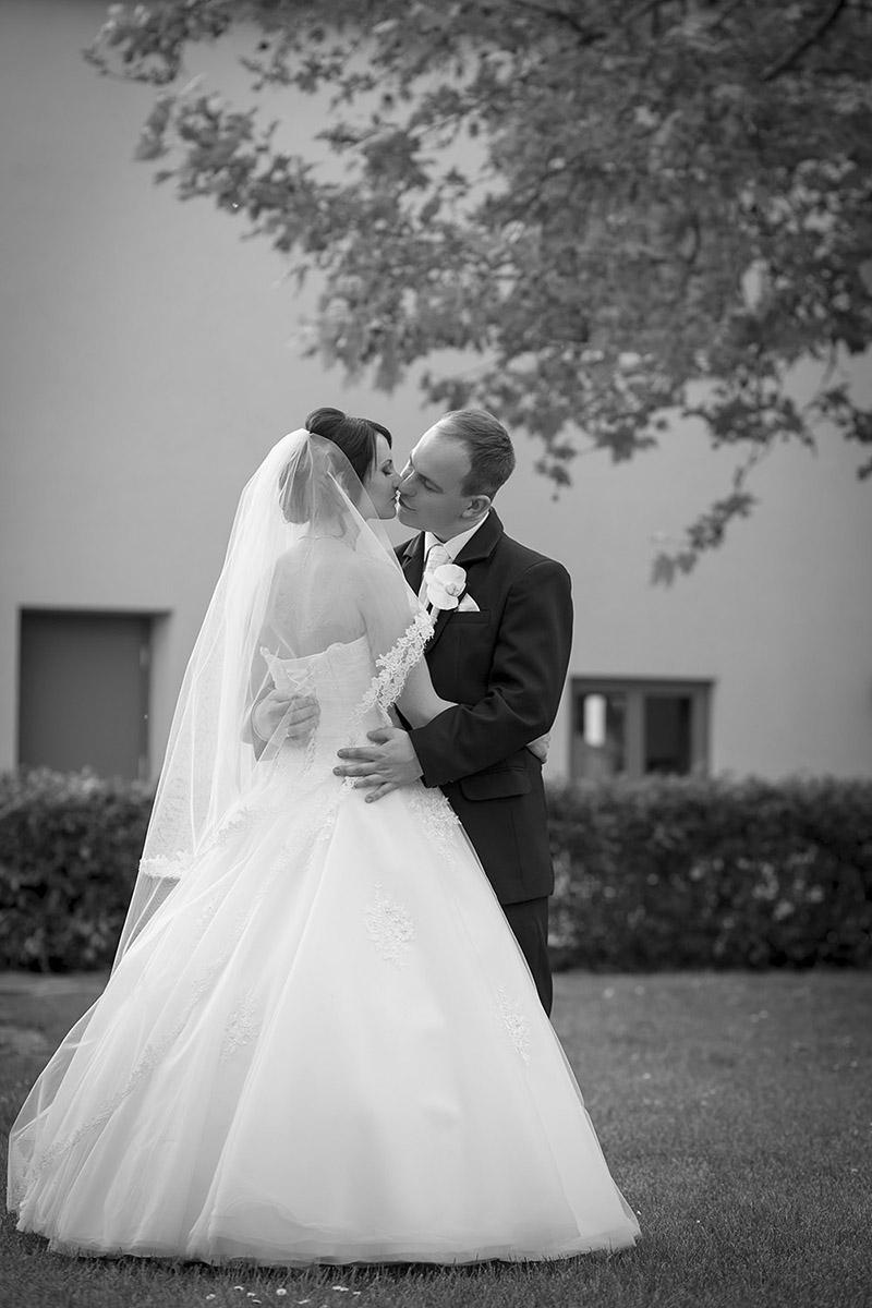 esküvő, pár fotózás, jegyespár, jegyes fotó, fekete-fehér, Kóti Kata Photography